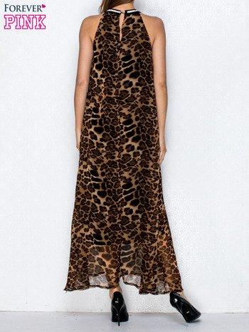 Brązowa sukienka maxi w panterę z biżuteryjnym dekoltem