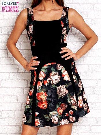 Brązowa sukienka z kwiatowymi wstawkami i kwadratowym dekoltem                                  zdj.                                  1