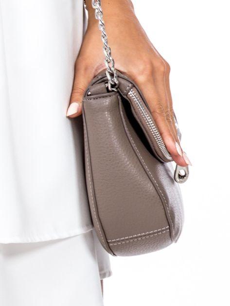 Brązowa torba listonoszka z ozdobnymi suwakami                              zdj.                              3