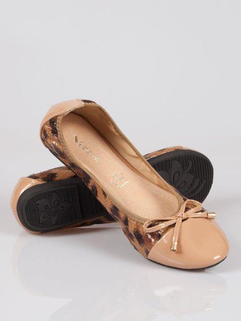 Brązowe panterkowe balerinki faux leather Wild na gumkę                                  zdj.                                  4