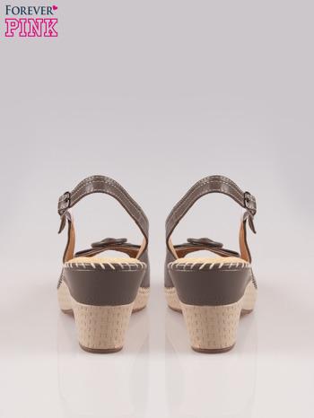 Brązowe sandały z kokardą na grubym obcasie Laolla                                  zdj.                                  3