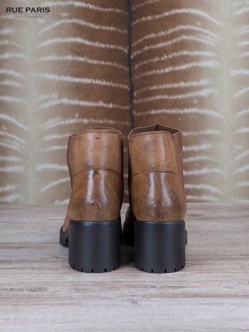Brązowe skórzane botki Blanca z gumkowaną wstawką z przodu cholewki na szerokim klocku                              zdj.                              4