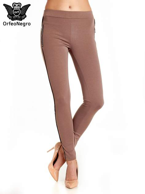 Brązowe spodnie materiałowe tregginsy ze skórzanym lampasem i zamkami                                  zdj.                                  1