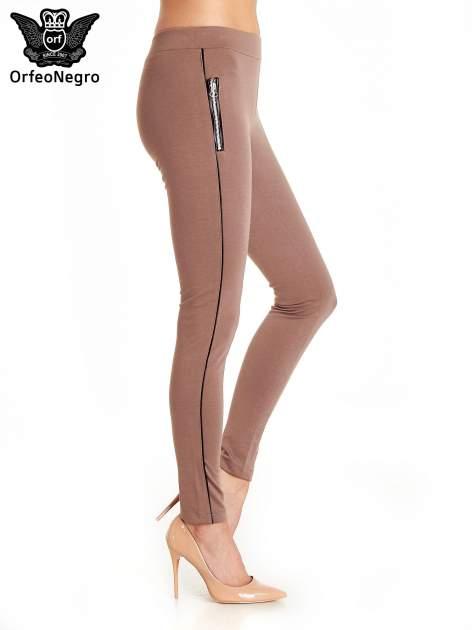 Brązowe spodnie materiałowe tregginsy ze skórzanym lampasem i zamkami                                  zdj.                                  3