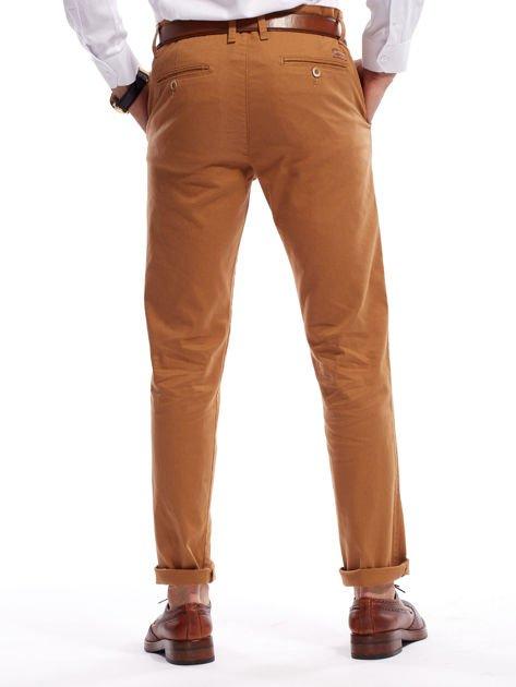 Brązowe spodnie męskie chinosy o prostym kroju                              zdj.                              12