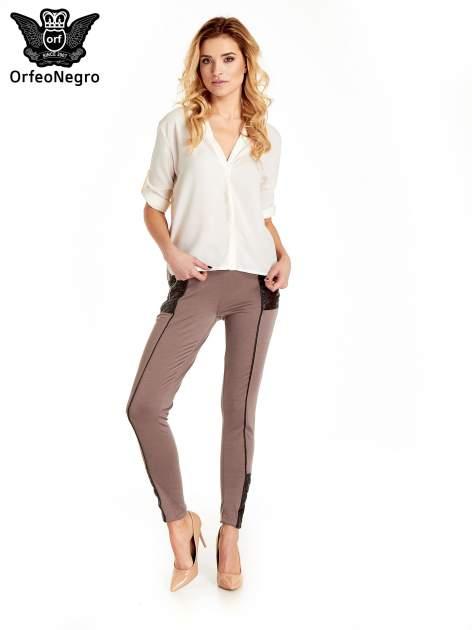 Brązowe spodnie w stylu motocyklowym ze skórzanymi wstawkami i suwakami                                  zdj.                                  2