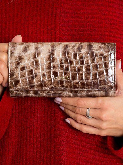 Brązowy lakierowany portfel ze skóry