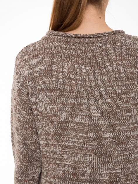Brązowy melanżowy sweter z nadrukiem kozy                                  zdj.                                  5