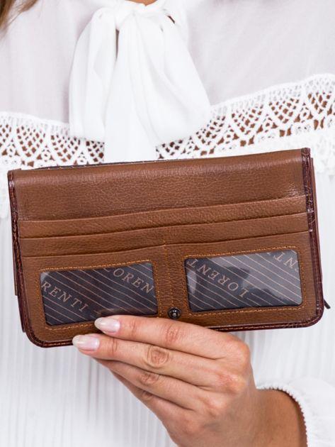 Brązowy portfel damski w motyle                              zdj.                              4