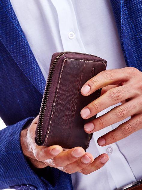 Brązowy portfel dla mężczyzny z tłoczeniem                              zdj.                              2