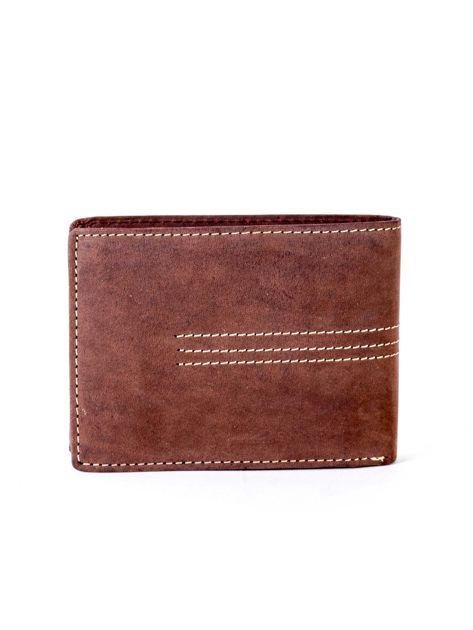 Brązowy portfel skórzany z emblematem i przeszyciami                              zdj.                              2