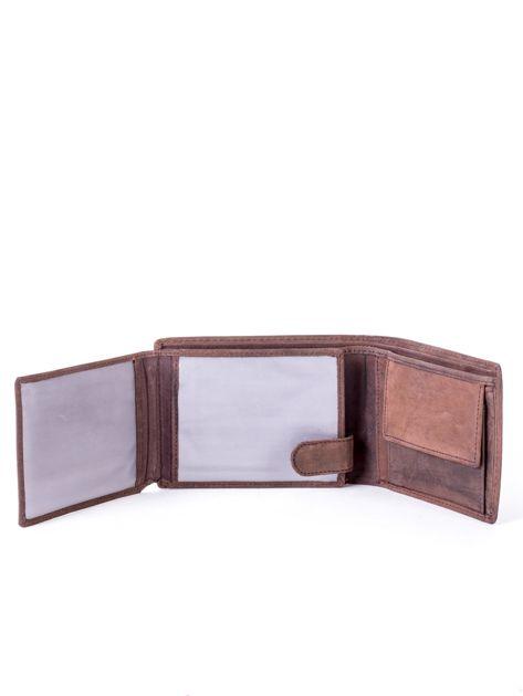 Brązowy portfel skórzany z emblematem i przeszyciami                              zdj.                              5