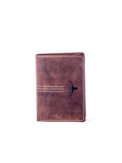 Brązowy portfel skórzany z tłoczeniem i przeszyciami                              zdj.                              1