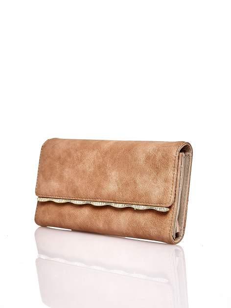 Brązowy portfel z ozdobną aplikacją                                  zdj.                                  3