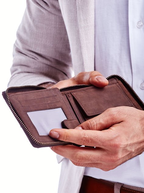 Brązowy skórzany portfel dla mężczyzny z zapięciem na suwak                              zdj.                              2