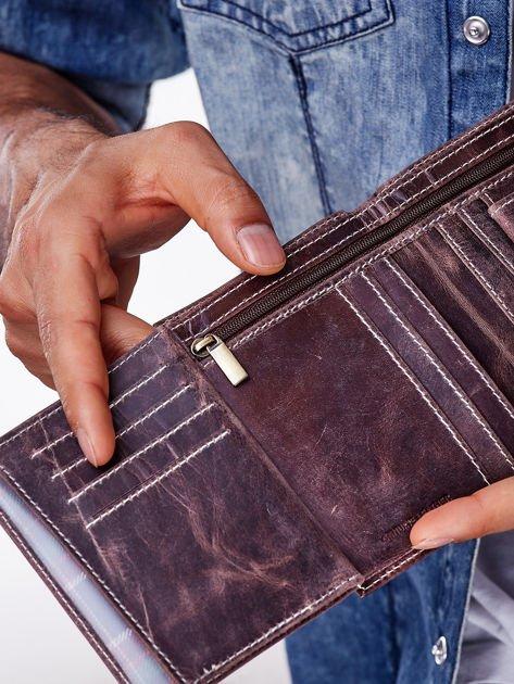 Brązowy skórzany portfel męski z zapięciem na zatrzask                              zdj.                              4