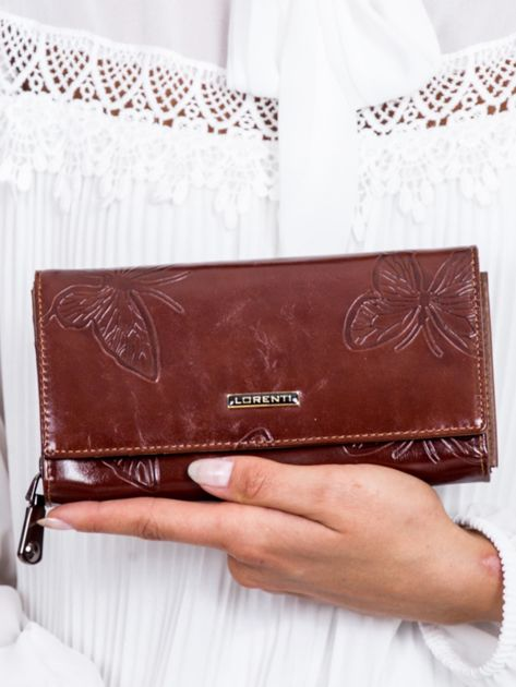 Brązowy skórzany portfel w tłoczone motyle                              zdj.                              1