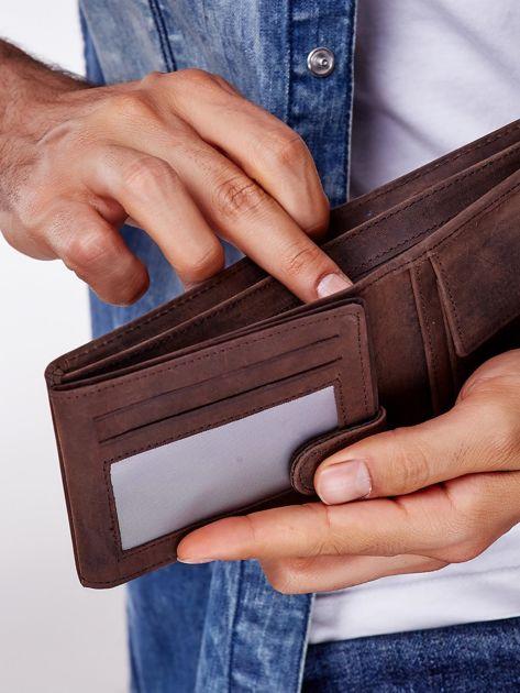 Brązowy skórzany portfel z poziomym przeszyciem                              zdj.                              2