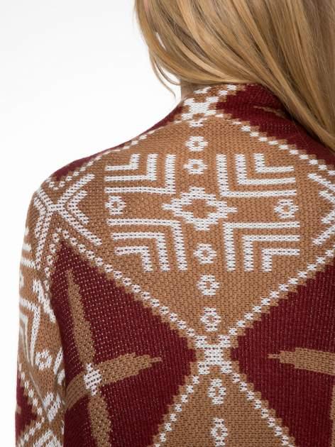 Brązowy sweter narzutka w azteckie wzory z frędzlami                                  zdj.                                  8