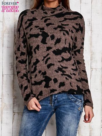 Brązowy sweter w malarskie desenie                                  zdj.                                  1