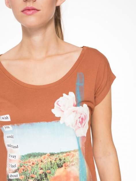 Brązowy t-shirt z nadrukiem w romantycznym stylu                                  zdj.                                  6