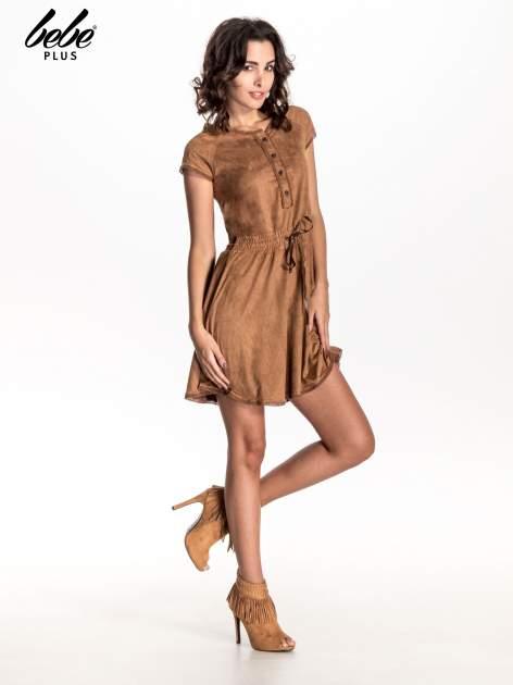 Camelowa sukienka z zamszu w stylu boho                                  zdj.                                  7