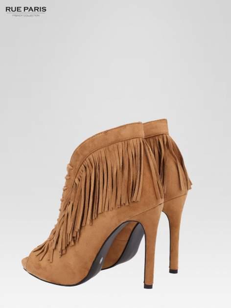 Camelowe sznurowane botki faux suede Lea open toe z frędzlami                                  zdj.                                  6