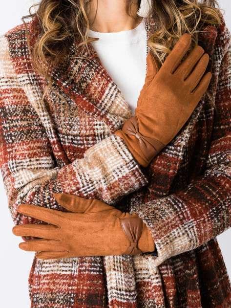 Camelowe zamszowe rękawiczki damskie z kokardą