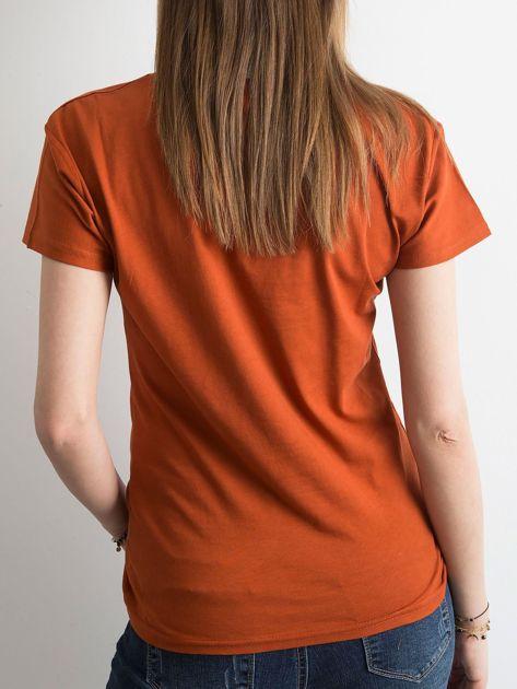 Ceglasty t-shirt z aplikacją                              zdj.                              2