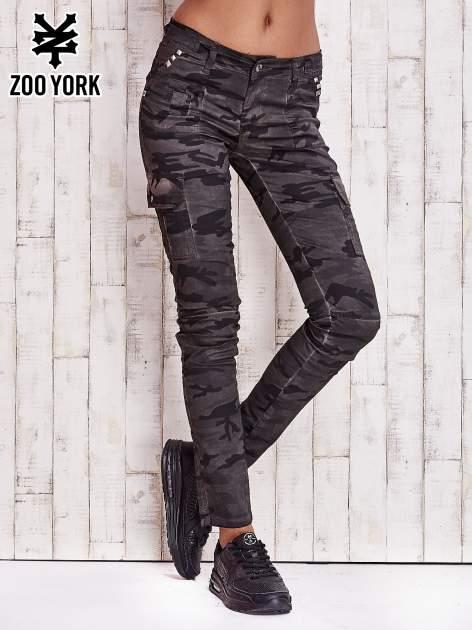 Ciemne moro spodnie z kieszeniami na nogawkach