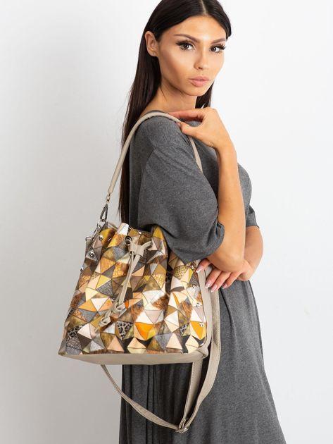 Ciemnobeżowa torba z motywem geometrycznym                              zdj.                              1