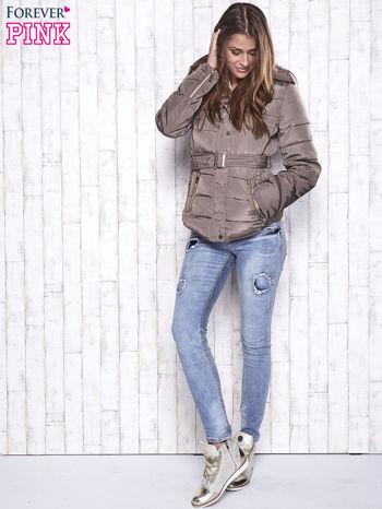 Ciemnobeżowa zimowa kurtka z futrzanym kapturem i paskiem                                  zdj.                                  5