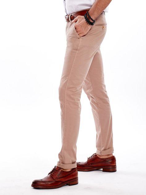 Ciemnobeżowe bawełniane spodnie męskie chinosy                               zdj.                              3