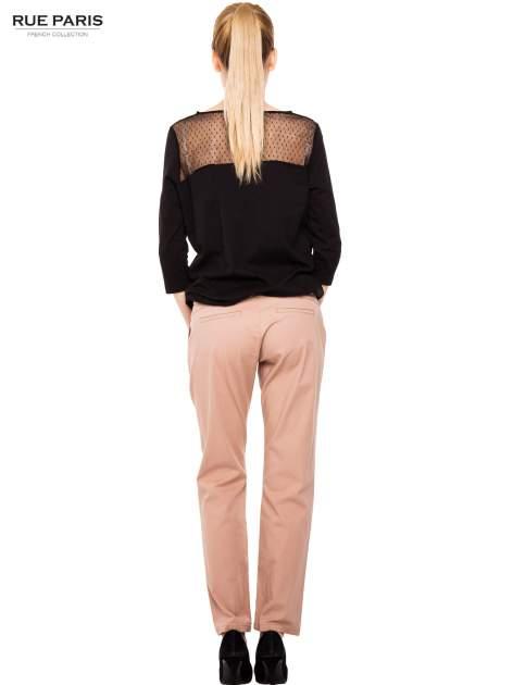 Ciemnobeżowe spodnie z paskiem z lakierowanej skóry                                  zdj.                                  8