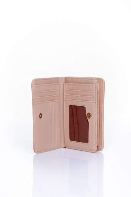 Ciemnobeżowy portfel z plecionkowym wykończeniem                                  zdj.                                  3