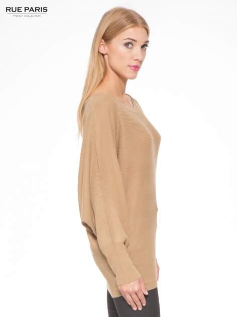 Ciemnobeżowy sweter z nietoperzowymi rękawami                                  zdj.                                  3