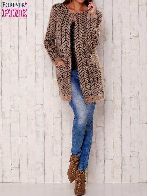Ciemnobeżowy wełniany sweter z kieszeniami                                  zdj.                                  2