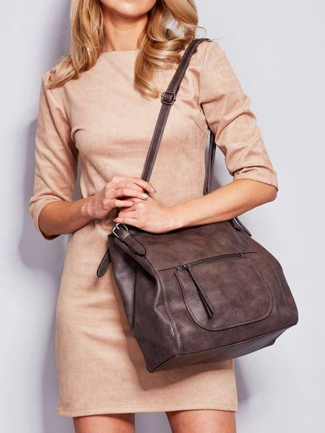 Ciemnobrązowa miękka torba z kieszeniami                              zdj.                              1