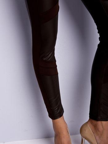 Ciemnobrązowe legginsy modelujące ze skórzanymi panelami                                  zdj.                                  6