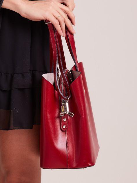 8375aa1860b3f Czerwona skórzana torebka do ręki z paskiem - Akcesoria torba ...