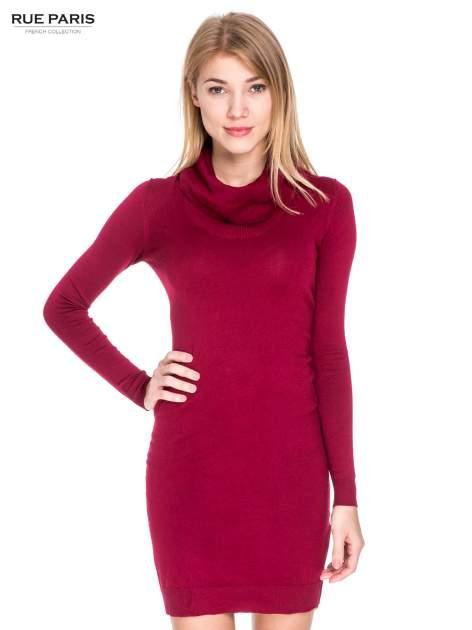 Ciemnoczerwona swetrowa sukienka z golfem