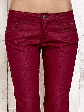 Ciemnoczerwone spodnie rurki w jodełkę                                  zdj.                                  4