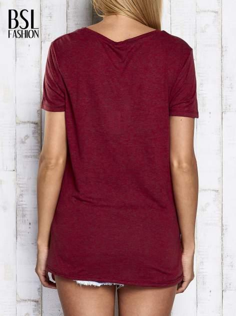Ciemnoczerwony melanżowy t-shirt z okrągłym dekoltem                                  zdj.                                  6