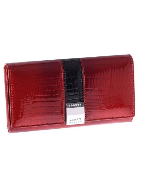 Ciemnoczerwony skórzany portfel we wzór skóry krokodyla