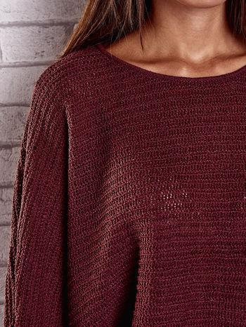 Ciemnoczerwony sweter oversize z rozcięciami po bokach                                  zdj.                                  7