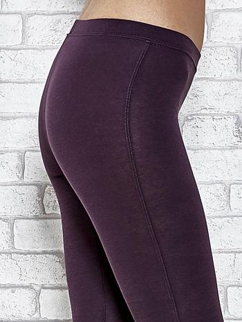 Ciemnofioletowe legginsy sportowe z aplikacją z dżetów na nogawkach                                  zdj.                                  6