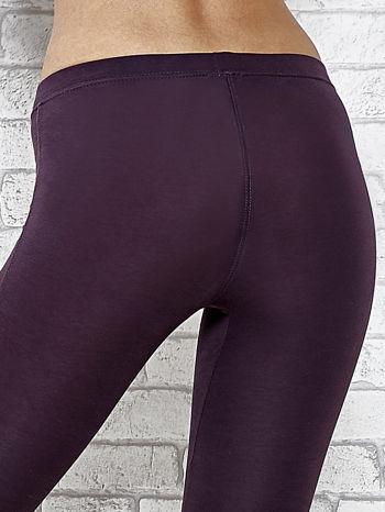 Ciemnofioletowe legginsy sportowe z aplikacją z dżetów na nogawkach                                  zdj.                                  5
