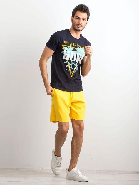 Ciemnogranatowa bawełniana koszulka męska z nadrukiem                              zdj.                              4