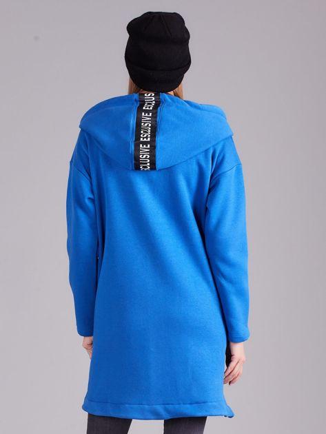 Ciemnoniebieska asymetryczna bluza z kapturem                              zdj.                              2