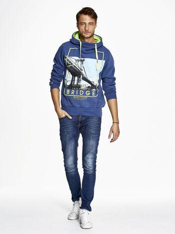 Ciemnoniebieska bluza męska z kapturem i nadrukiem Brooklyn Bridge                                  zdj.                                  2